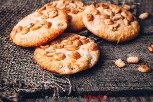 עוגיות טחינה ובוטנים מלוחים