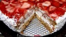 עוגת קצפת ותותים |עיבוד: שולי סונגו ©