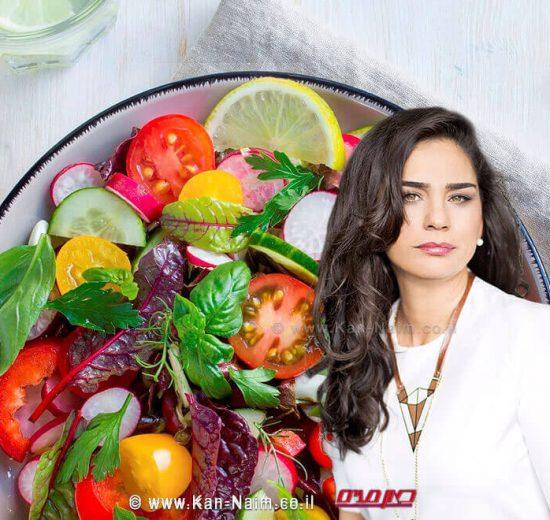 חלי ממן, כוהנת הדיאטות ברקע: סלט ירקות   צילום באדיבות istock   עיבוד צילום: שולי סונגו ©
