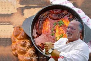 אליעזר לויה שף מסעדה ברקע: חריימה תבשיל דג צפון-אפריקאי מסורתי העשוי מדג ה-ברמונדי ישראל | צילום: הדס ניצן