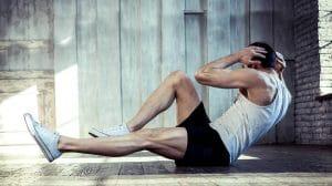 צעיר מתאמן לשמור על הכושר |צילום: שאטרסטוק