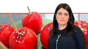 הָאוֹפָה פאולינה סונגו ברקע: תפוחי עץ מסוכרים | עיבוד ממחושב: שולי סונגו©